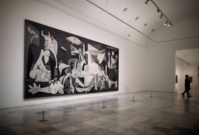Archivo - Original del 'Guernica' de Pablo Picasso en el Museo Reina Sofía de Madrid.