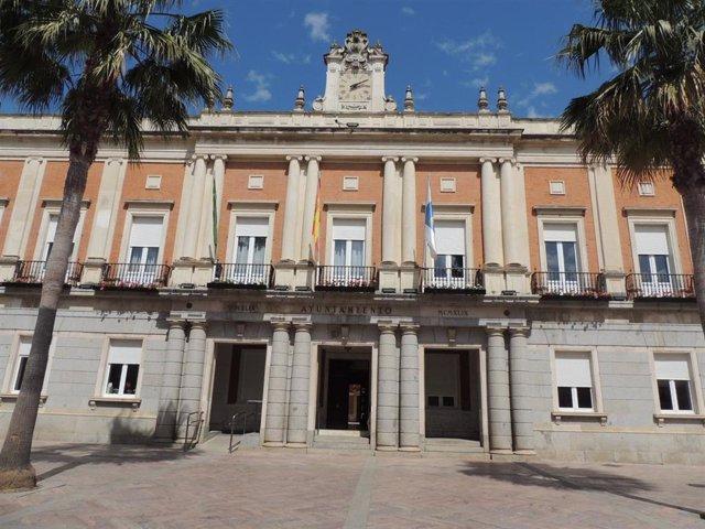 Fachada del Ayuntamiento de Huelva.