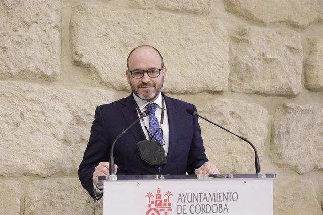 El teniente de alcalde delegado de Recursos Humanos del Ayuntamiento de Córdoba, Bernardo Jordano.
