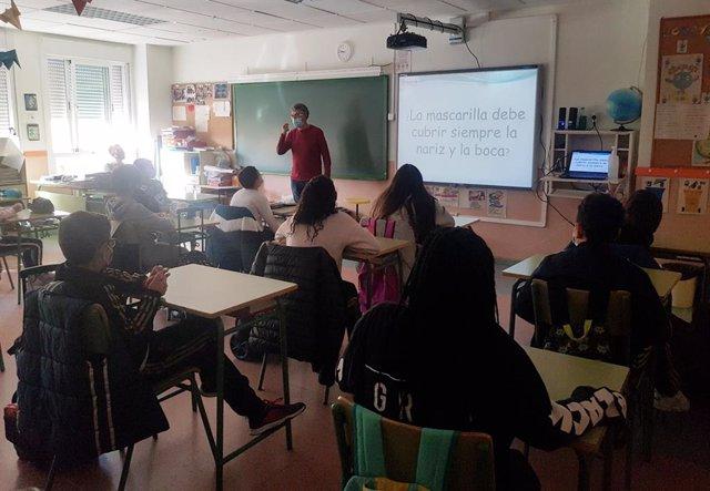 Alumnos en formación sobre medidas sanitarias ante el Covid