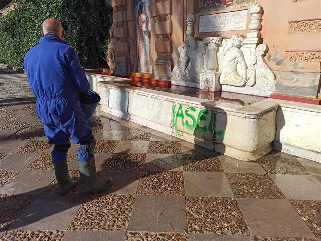 Pintada trazada en la fuente de los jardines de Catalina de Ribera