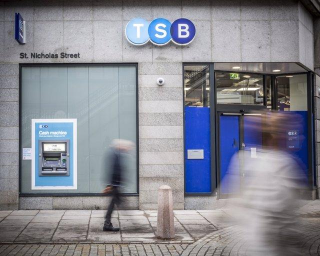 Archivo - Oficina de TSB, filial británica de Sabadell, en Reino Unido.