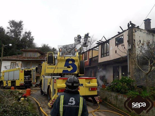 Incendio de dos viviendas en Piloña.