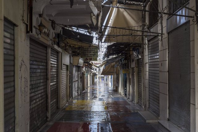 17 February 2021, Greece, Athens: Shops can be seen closed in Monastiraki neighborhood one week after the city and the greater Athens region has been subject to a new harsh lockdown. Photo: Socrates Baltagiannis/dpa