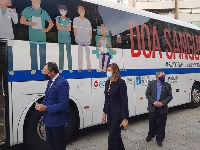 El conselleiro de Sanidade presenta la nueva unidad móvil de la ADOS