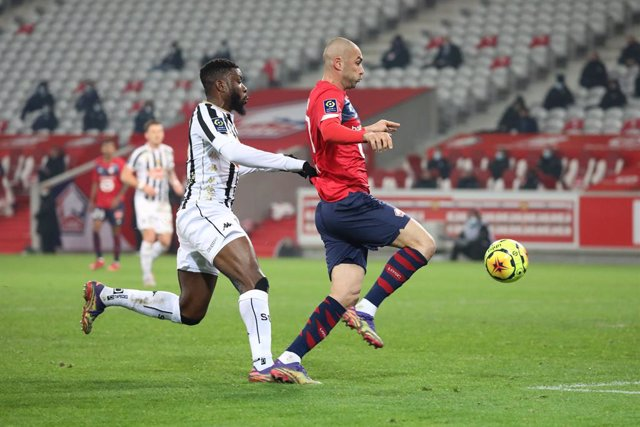 Archivo - Burak Yilmaz 17 LOSC during the French championship Ligue 1 football match between Lille OSC and Angers SCO on January 6, 2021 at Pierre Mauroy stadium in Villeneuve-d'Ascq near Lille, France - Photo Laurent Sanson / LS Medianord / DPPI