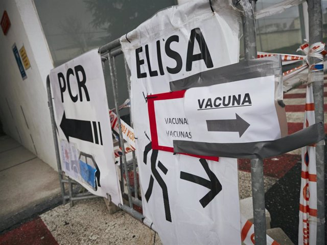 Archivo - Indicadores de vacunación y de realización de test antígenos y PCR de detección del COVID-19 en el Recinto ferial de Navarra