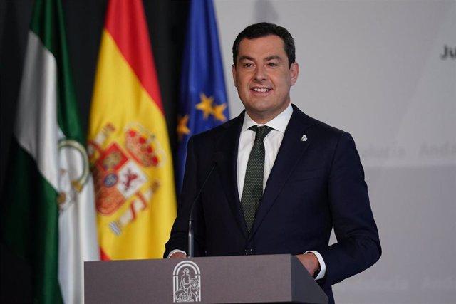 El presidente de la Junta de Andalucía, Juanma Moreno, durante el  acto de entrega de los Premios Andalucía de Periodismo 2020. Sevilla a 15 de febrero 2021 (Foto de archivo).