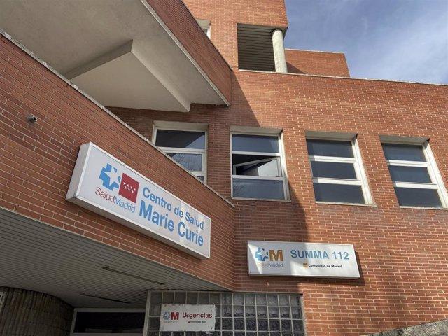 Cartel del Centro de Salud Marie Curie perteneciente a la ZBS de Marie Curie, en Leganés, Madrid (España).