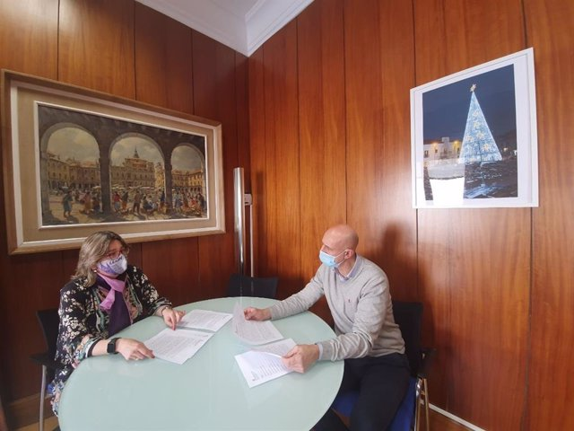 La concejal de Igualdad, Argelia Cabado, y el alcalde de León, José Antonio Diez.