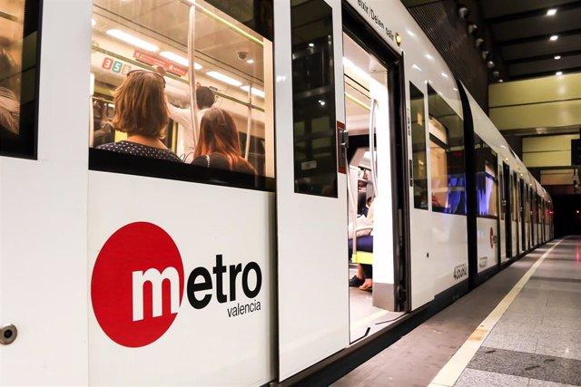 Archivo - Los usuarios de Metrovalencia superan los ocho viajes de media en sus desplazamientos semanales en 2020