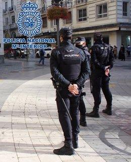 """Nota De Prensa: """"Agentes De La Policía Nacional Rescatan A Una Mujer De Un Domicilio Donde Su Compañero De Piso La Tenía Retenida"""""""