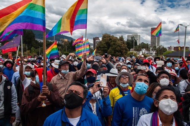 26 February 2021, Ecuador, Quito: Supporters of environmental activist Perez listen to the presidential candidate speak during a political event. Perez, third-place finisher in the first round of voting, called for a recount of the votes by the election o