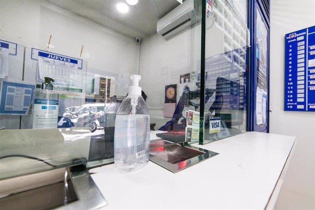 Archivo - Interior de una administración de lotería de la capital con gel desinfectantes para los clientes, durante el quinto día desde que se inició la Fase 1 en Madrid y 11 días después desde la reapertura de su negocio dentro del proceso de desescalada
