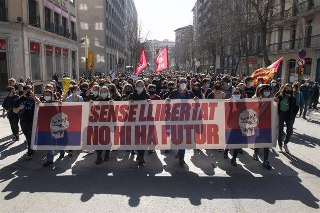 800 Personas Se Manifiestan En Girona Por La Libertad De Expresión