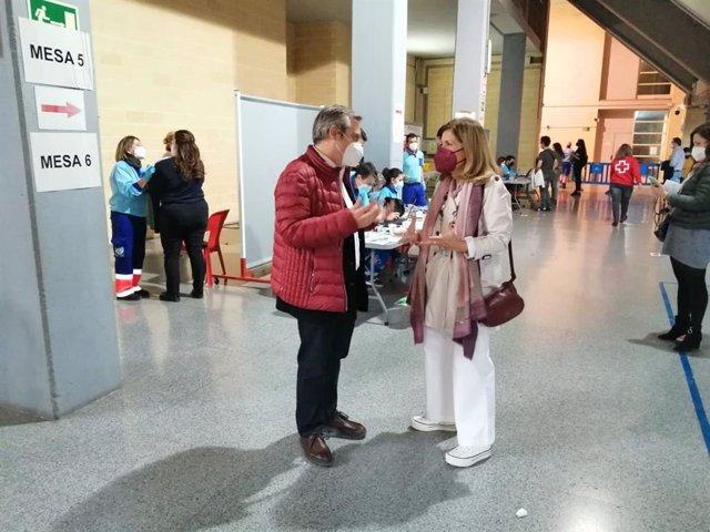 Visita de la delegada de Salud de la Junta en Córdoba, María Jesús Botella, a la vacunación de profesores ante el Covid.
