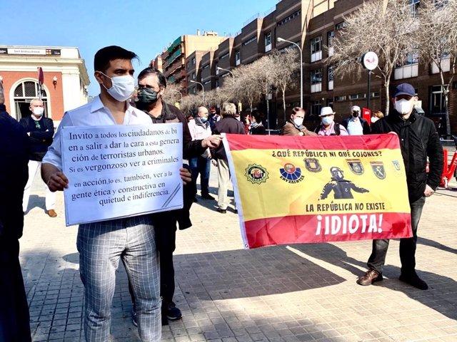 Casi un centenar de personas se manifiestan contra los cortes en la Avenida Meridiana (Barcelona) por el 1-O