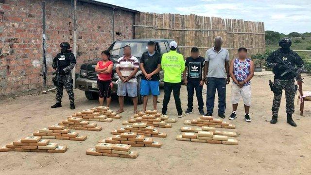 Paquetes de cocaína incautados en Ecuador