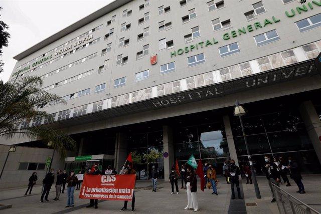 CONCENTRACION EN CONTRA DE LA PRIVATIZACION DE LA SANIDAD EN EL HOSPITAL REINA SOFIA
