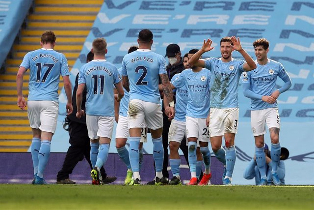 27 February 2021, United Kingdom, Manchester: Manchester City's Ruben Dias (R) celebrates with his teammates after scoring hisside's first goal during during the English Premier League soccer match between Manchester City and West Ham United at the Etihad