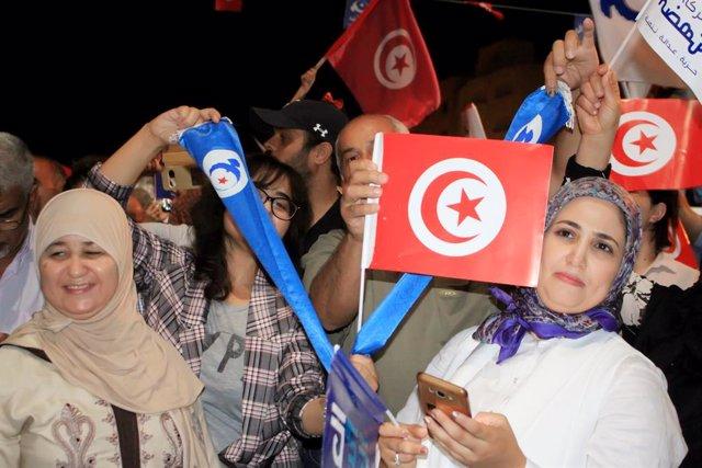 Simpatizantes del partido islamista Ennahda en Túez