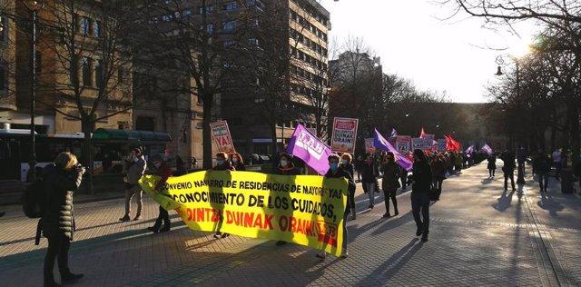 Manifestación de LAB para pedir un convenio de las residencias de mayores en Navarra