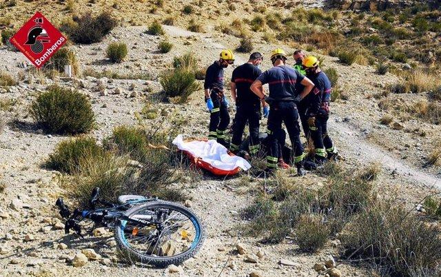 Herido un ciclista tras sufrir una caída en una senda montañosa de Mutxamel (Alicante)