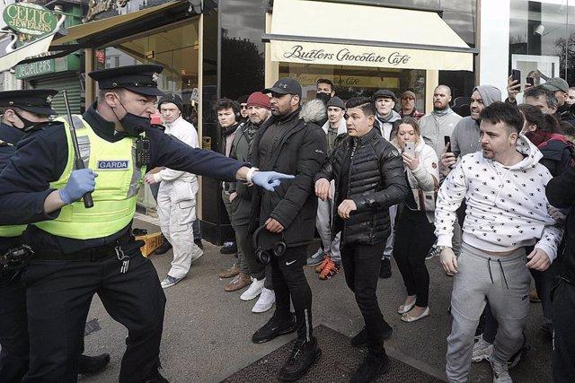Disturbios durante una manifestación contra el confinamiento en Dublín