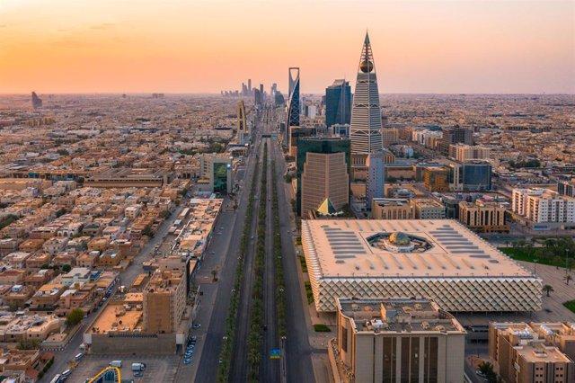 Archivo - Vista general de la capital de Arabia Saudí, Riad