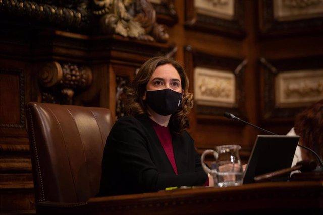 La alcaldesa de Barcelona, Ada Colau, en el pleno del viernes