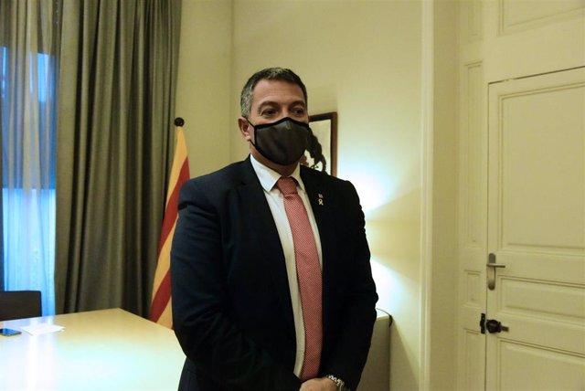 Archivo - El conseller de Interior, Miquel Sàmper durante una reunión del comité de crisis de la Conselleria de Interior por el Covid, en Barcelona, Catalunya (España), a 18 de diciembre de 2020.