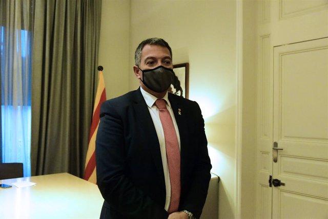 Archivo - Arxiu - El conseller d'Interior, Miquel Sàmper durant una reunió del comitè de crisi de la Conselleria d'Interior per la Covid, a Barcelona, Catalunya (Espanya), 18 de desembre del 2020.