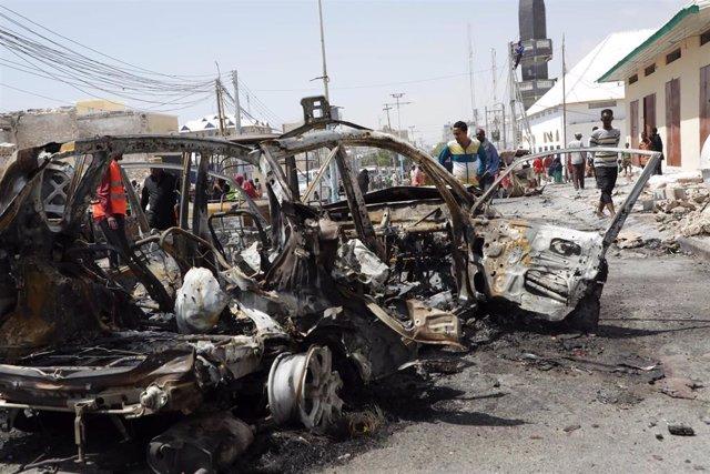 Archivo - Imagen de archivo de un atentado con coche bomba en Mogadiscio