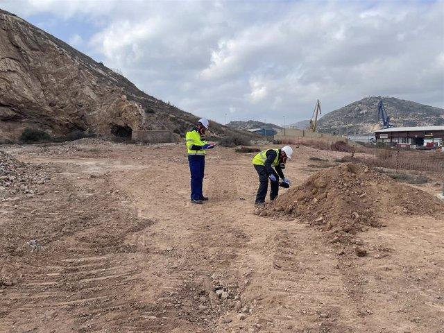 Los trabajos de demolición y la limpieza superficial de las instalaciones de la antigua Peñarroya