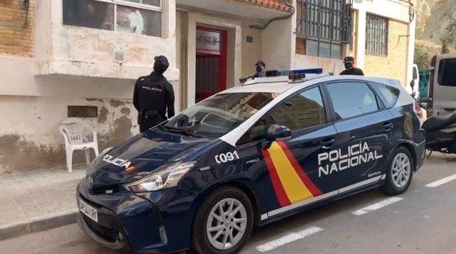 La Policía Nacional detiene a los integrantes de una mafia que se lucraba con la venta y alquiler de viviendas que previamente ocupaban