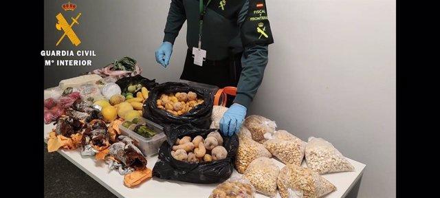 Alimentos intervenidos por la Guardia Civil en el Aeropuerto de Noáin