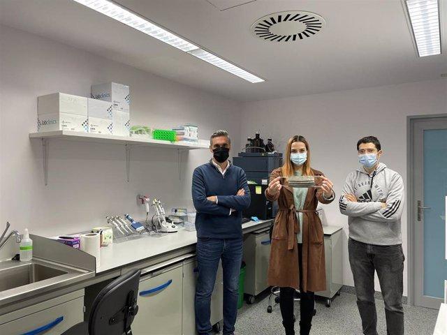 Investigadores aragoneses hacen material de protección contra la COVID a base de nanopartículas de plata.