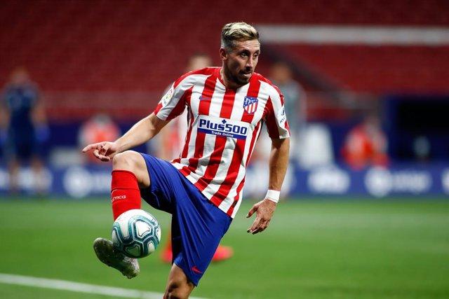 Archivo - Héctor Herrera jugando con el Atlético