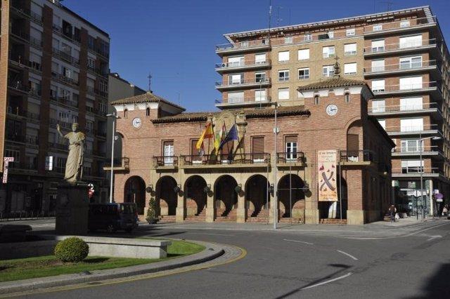 Archivo - Fachada Ayuntamiento de Calahorra