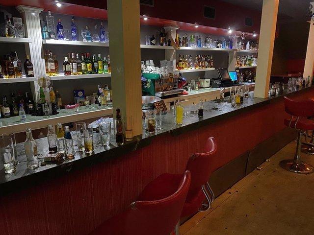 Desallotgen una festa en un pub amb 82 persones sense mascaretes i fora de l'horari permès.