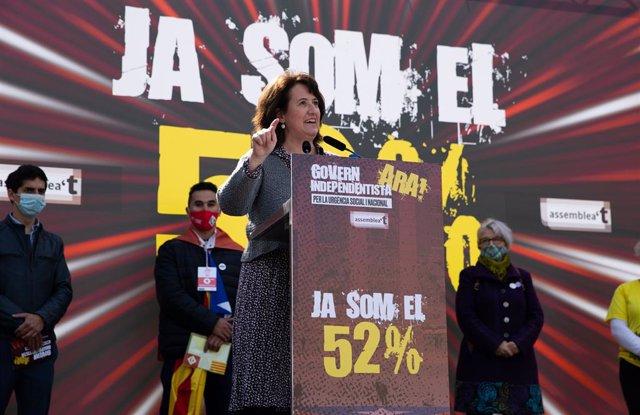 La presidenta de l'ANC, Elisenda Paluzie, en l'acte a la plaça Catalunya de Barcelona
