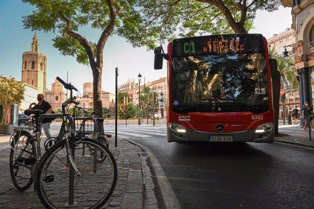 Archivo - Línea C1 de la EMT de València