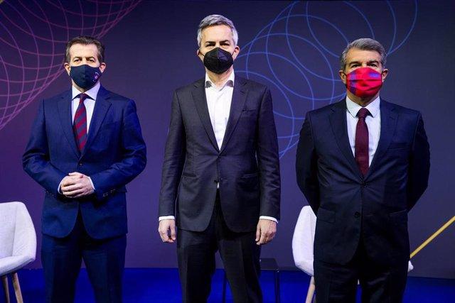 Debate entre los candidatos a la presidencia del FC Barcelona; Toni Freixa, Víctor Font y Joan Laporta (de izquierda a derecha)