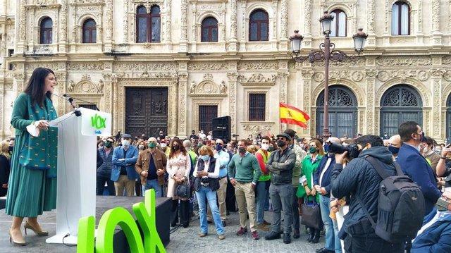 La portavoz adjunta de Vox en el Congreso de los Diputados, Macarena Olona, este domingo en Sevilla en el acto organizado por su partido en paralelo a los actos del Día de Andalucía.