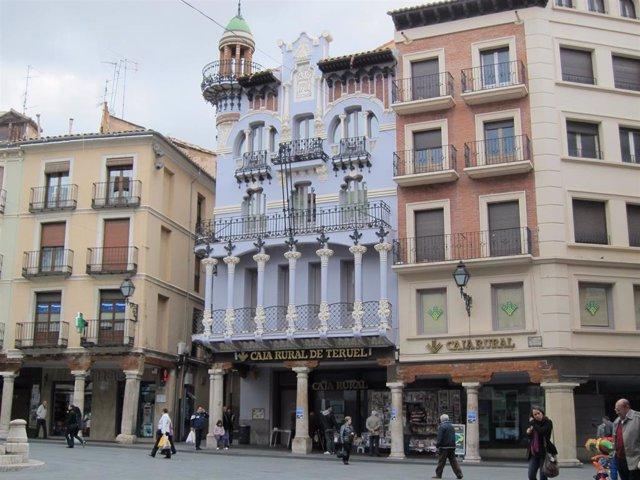 Archivo - Empresarios de Teruel alertan de que ya hay establecimientos hosteleros que no volverán a abrir.