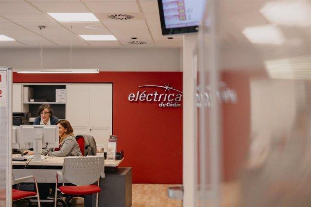 Archivo - Eléctrica de Cádiz trabaja en la elaboración de un plan de igualdad.
