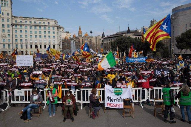 Concentración convocada en Barcelona por la ANC bajo el lema 'Govern independentista, ara! Per la urgència social i nacional'