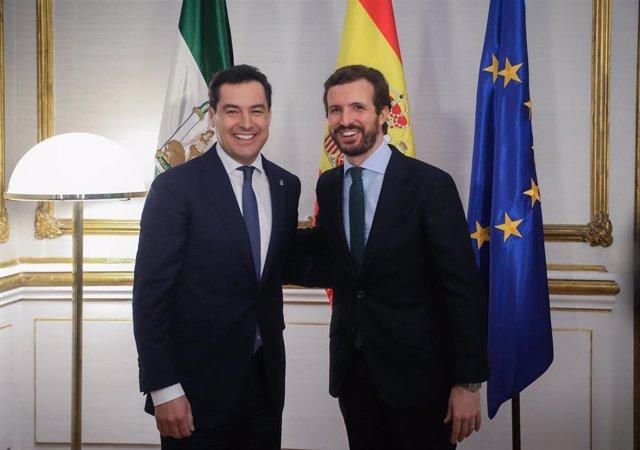 Archivo - El presidente de la Junta de Andalucía, Juanma Moreno (i), mantiene un encuentro con el presidente nacional del PP, Pablo Casado (d),en el Palacio de San Telmo, Sevilla, a 30 de enero ed 2020.