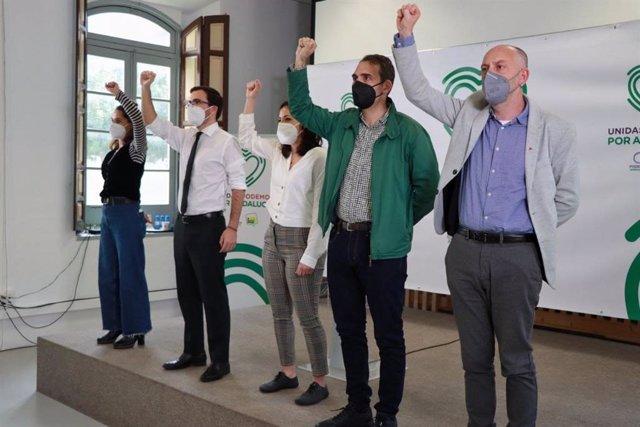 El coordinador general de IU, Alberto Garzón, el coordinador de IU Andalucía, Toni Valero, la secretaria de Estado de Igualdad, Noelia Vera, el secretario general del PCA, Ernesto Alba, y la secretaria política de Podemos Andalucía, Isabel Franco.