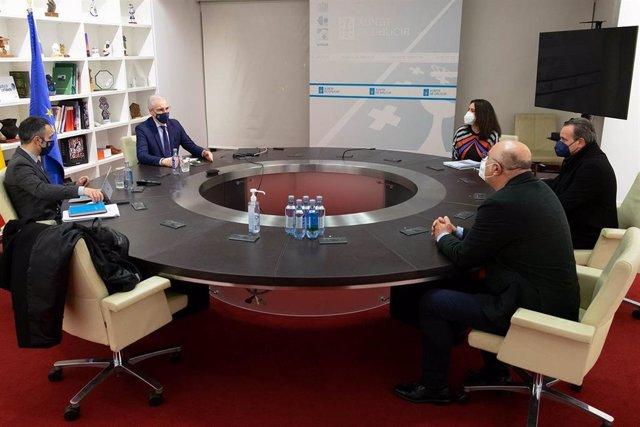 El vicepresidente segundo de la Xunta, Francisco Conde, se reúne con el Clúster Audiovisual Galego.